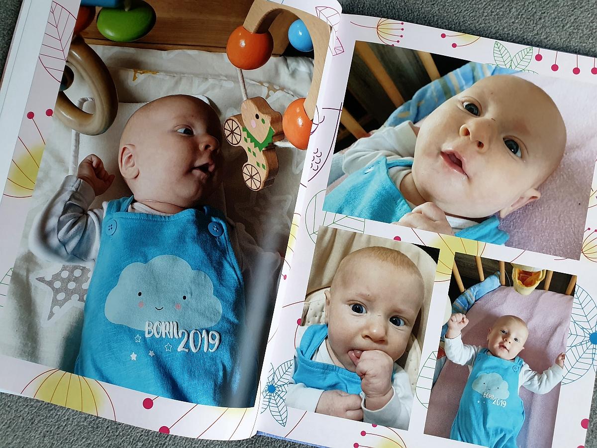Aufsicht auf eine gestaltete Doppelseite im Bilder.de Fotobuch