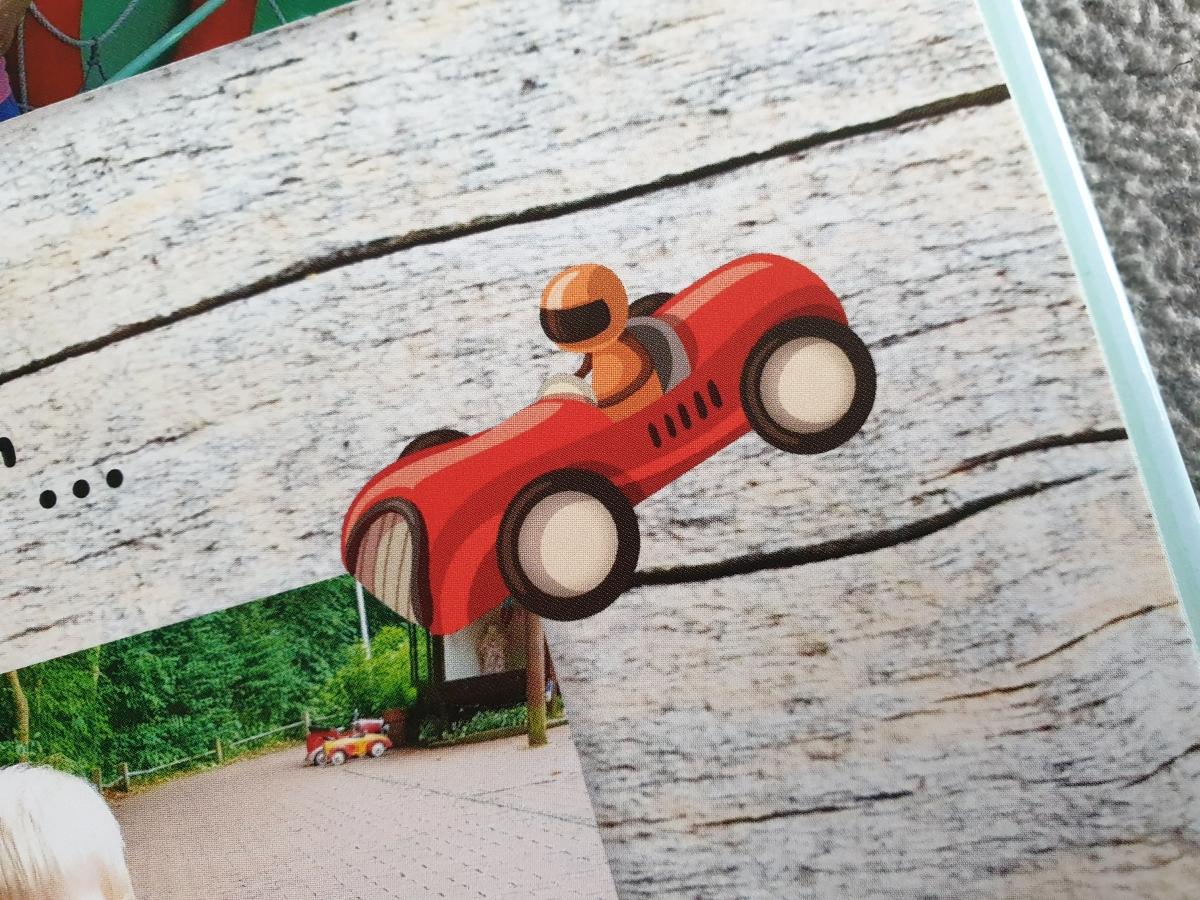 Die albelli Gestaltiungssoftware bietet eine Vielzahl an Stickern für die Fotobuchgestaltung an