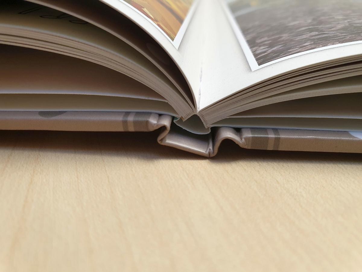 Die Klebebindung unseres Testfotobuchs ist sehr hochwertig verarbeitet...